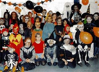 helloween party im juks unheimliche monster im mini format archiv 2005 juks. Black Bedroom Furniture Sets. Home Design Ideas